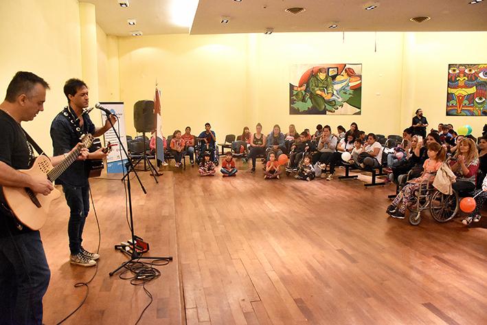 Cerraron el año con un emotivo show de Fabricio Rodríguez